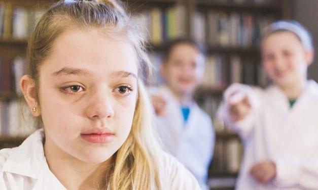 Copiii, profesorii si atacul de panica. Cum sa ajuti un copil in suferinta